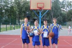 Перехідний кубок змагань з баскетболу 3*3 залишається в школі